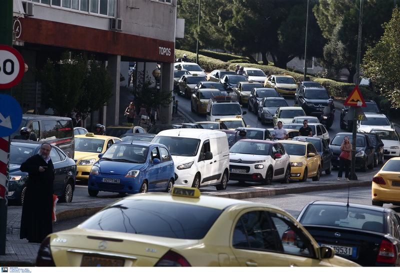 Εικόνες χάους στους δρόμους της Αθήνας, λόγω τις απεργίας των εργαζομένων στις μεταφορές