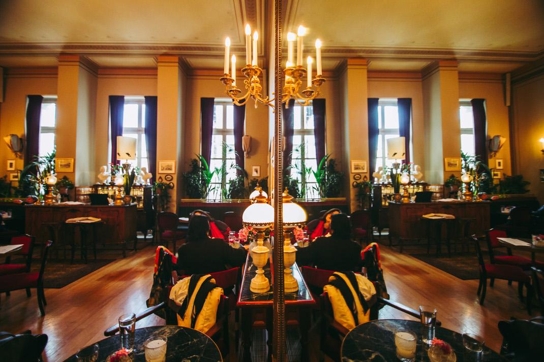 Ο καθρέφτης του Foyer Café Bistrot