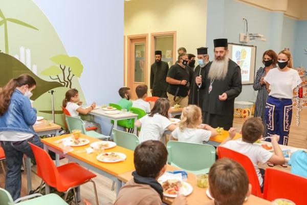 Ο Σεβασμιώτατος Μητροπολίτης Φθιώτιδος κ. Συμεών υποδέχθηκε με αγάπη τα παιδιά της Λαμίας σε αυτή τη νέα δράση της τοπικής Εκκλησίας