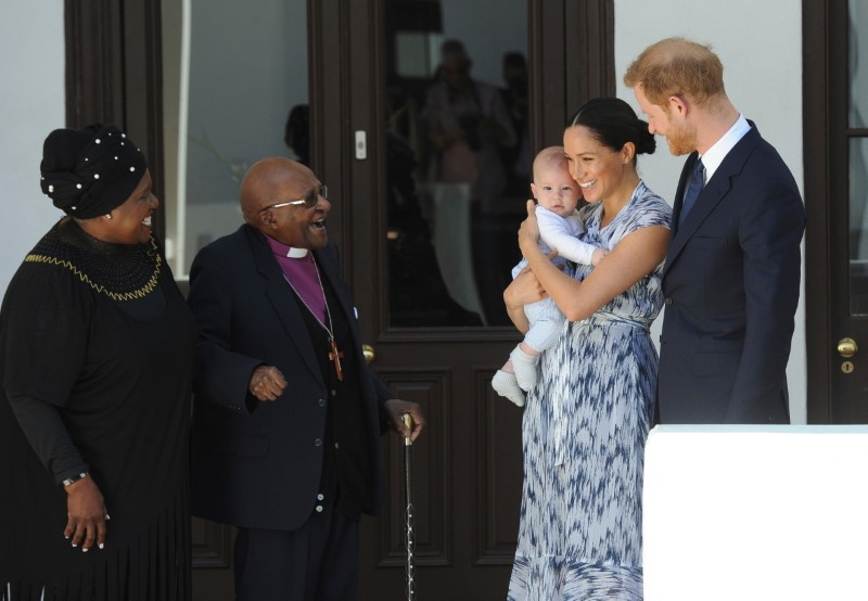 Πρίγκιπας Χάρι με τη Μέγκαν Μαρκλ με τον μικρό Άρτσι κατά την επίσκεψή τους στη Νότια Αφρική
