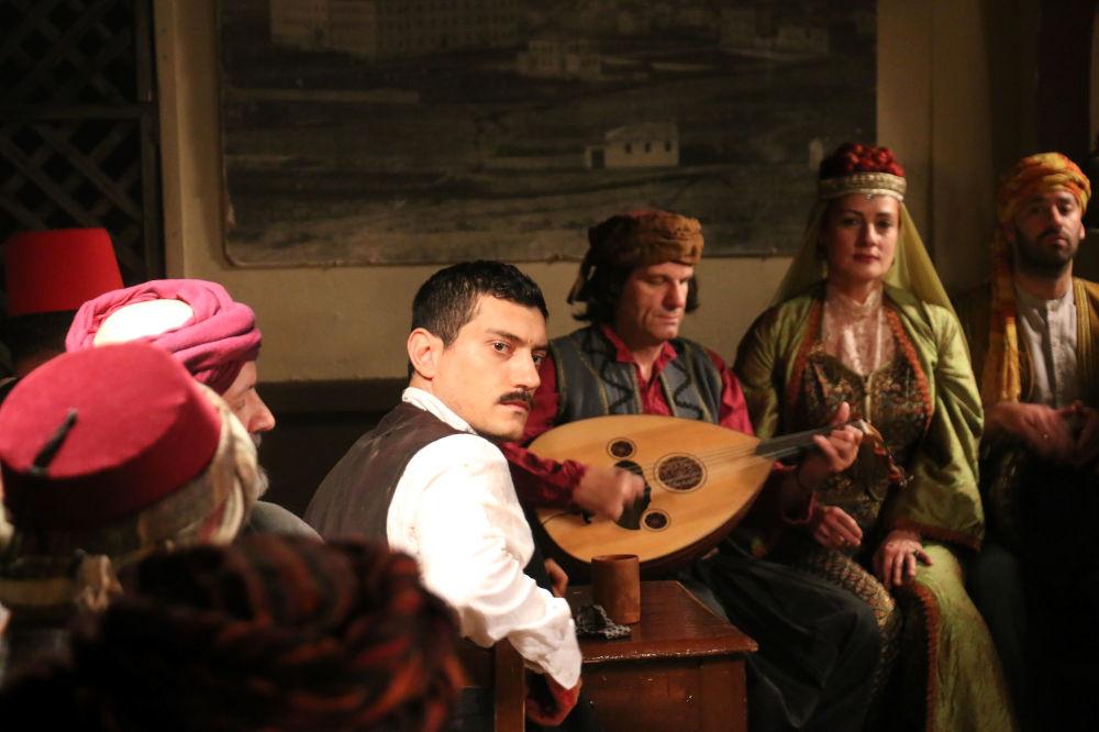Ο Αργύρης Πανταζάρας έκανε εντατικά μαθήματα ποντιακής λίρας για τη σειρά «Κόκκινο Ποτάμι»