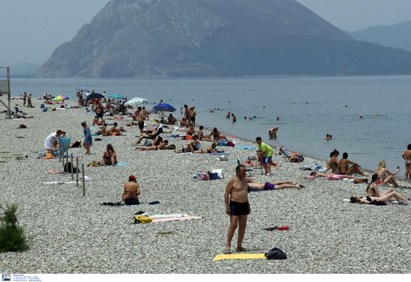 άρση μέτρων λουόμενοι σε παραλία της Πάτρας