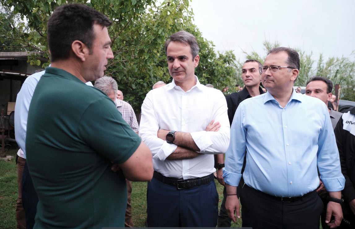 Συνομιλία Μητσοτάκη με πολίτες στην Αρτα