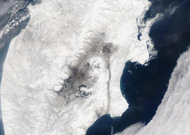 Τα ίχνη από την τελευταία έκρηξη του ηφαιστείου Σιβελούτς ήταν ορατά στο χιόνi σε μια απόσταση 220 χιλιομέτρων.