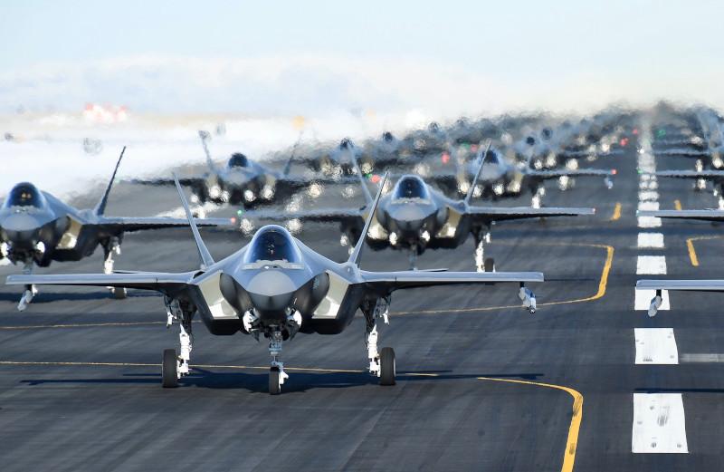 Πολεμική άσκηση 52 μαχητικών Stealth πραγματοποίησαν χθες οι ΗΠΑ
