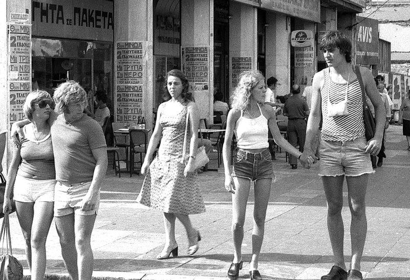 Τουρίστες στο κέντρο της Αθήνας το καλοκαίρι του 1976
