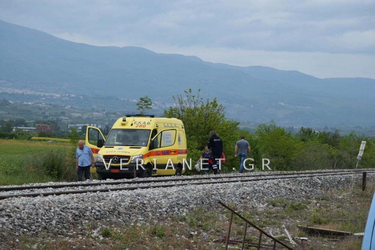 Ασθενοφόρο σε ράγες τρένου