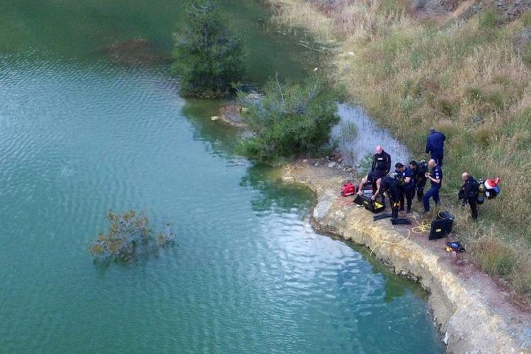 Πυροσβέστες και δύτες σε έρευνα σε λίμνη στην Κύπρο