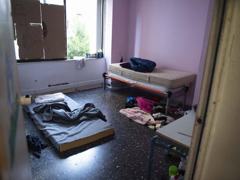 Ενα από τα αυτοσχέδια δωμάτια στο κτίριο που ήταν υπό κατάληψη