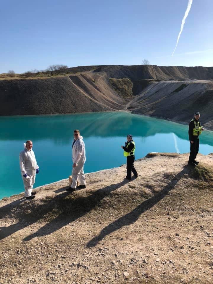 Η αστυνομία του Μπάξτον προχώρησε στο βάψιμο της λίμνης για να αποτρέπει πολίτες να την επισκεφθούν