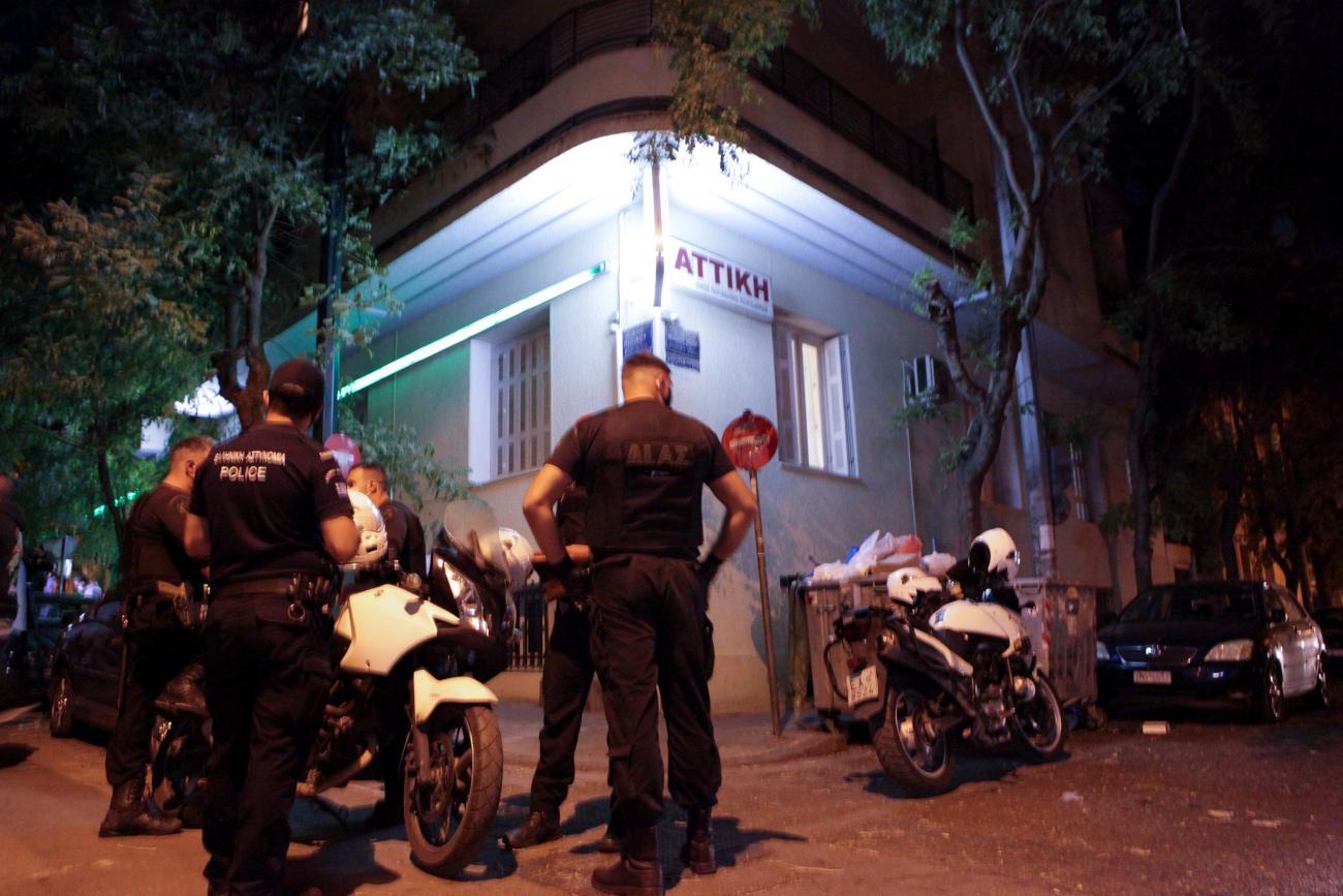 Αστυνομικοί έξω από τον Αγιο Παντελεήμονα
