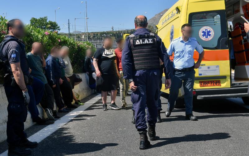 Αστυνομικοί και κρατούμενοι τραυματίες με το ασθενοφόρο