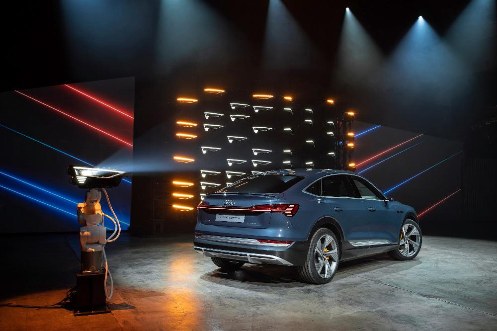 Η Audi παρουσιάζει το e-tron και σε Sportback έκδοση