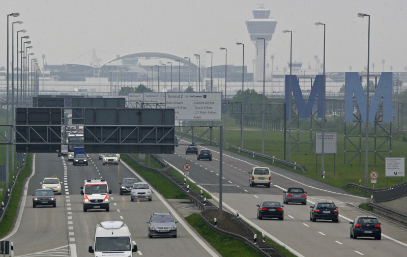 H Autobahn μπορεί να έχει από 2, 3 ή 4 τέσσερις λωρίδες κυκλοφορίας σε κάθε κατεύθυνση