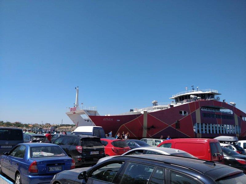 Αυτοκίνητα στο λιμάνι