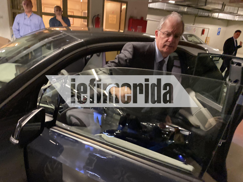 Ο πρόεδρος της Βουλής στα ηλεκτρικά αυτοκίνητα