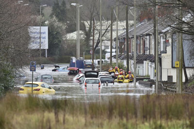 Αυτοκίνητα κάτω από το νερό λόγω των έντονων βροχοπτώσεων
