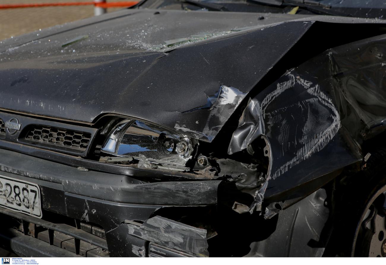 Το αυτοκίνητο με το οποίο οι δράστες εμβόλισαν την τράπεζα