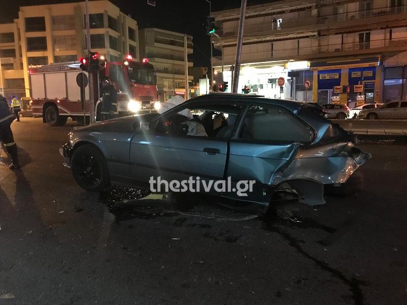Τρακαρισμένο αυτοκίνητο και πυροσβεστική στην Σταυρούπολη