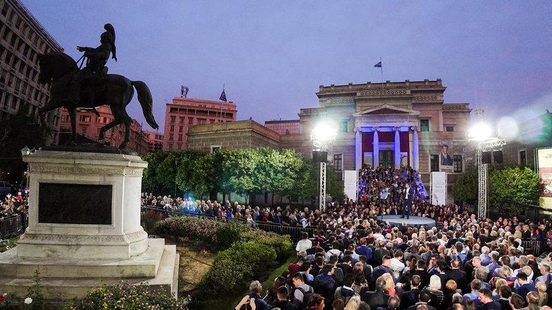 Γεμάτη η πλατεία Κολοκοτρώνη για την συγκέντρωση του Κώστα Μπακογιάννη