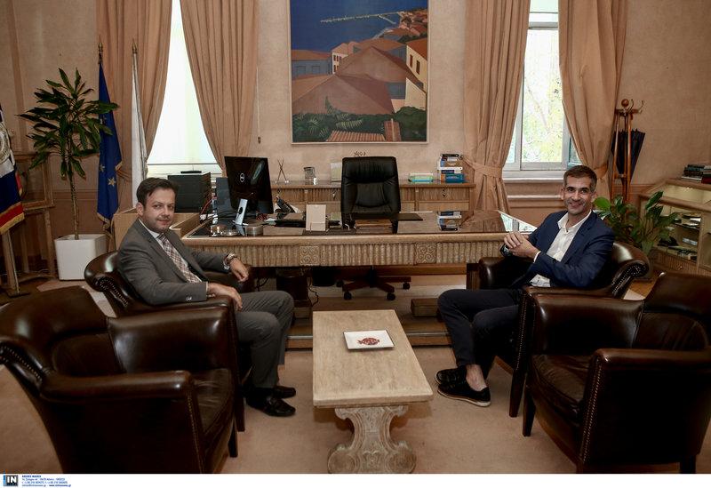 Κ. Μπακογιάννης και Γ. Μπρούλιας στο γραφείο του δημάρχου Αθηναίων