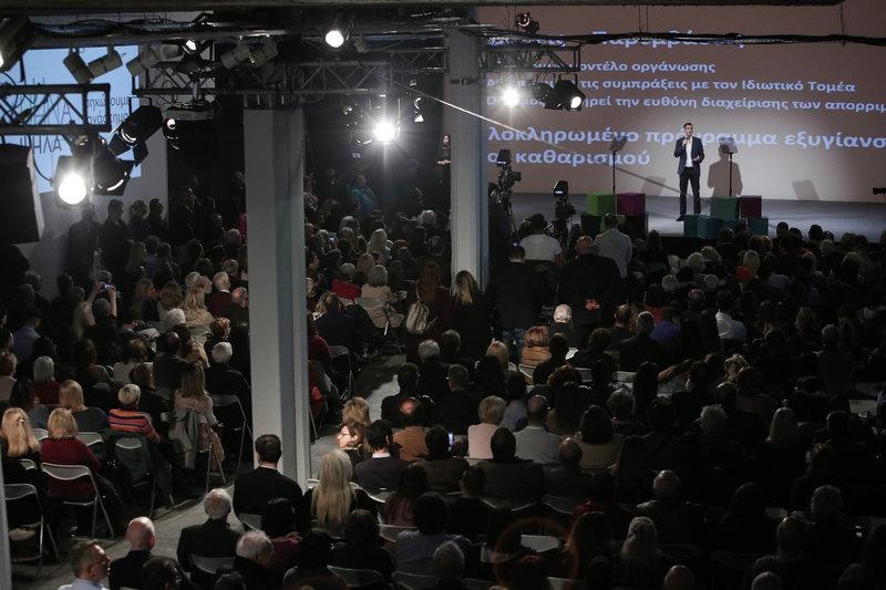 Πλήθος κόσμου στην παρουσίαση του προγράμματος του Κώστα Μπακογιάννη -Φωτογραφία: George Vitsaras / SOOC