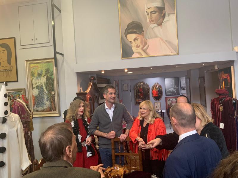 Ο Κώστας Μπακογιάννης στο Σπίτι του Ηθοποιού -Αριστερά του η Αννα Φόνσου