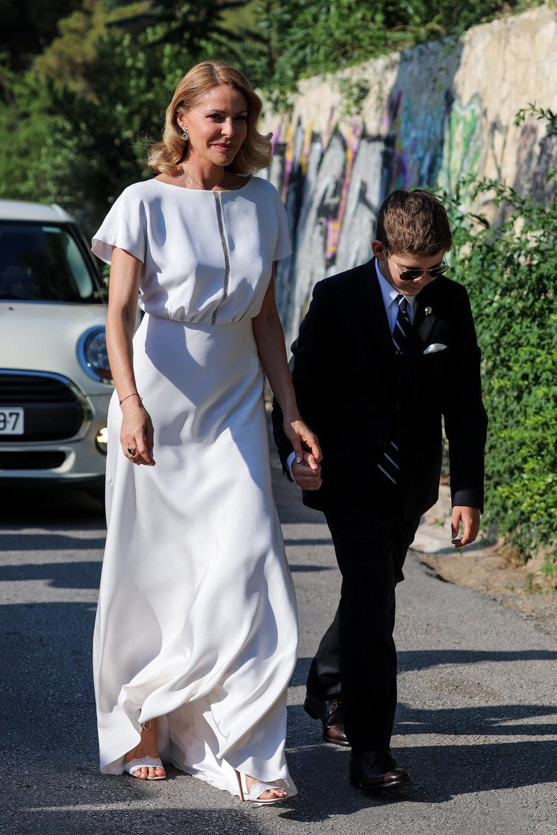 Η Τζένη Μπαλατσινού έλαμπε φορώντας το εντυπωσιακό νυφικό της, το οποίο είναι δημιουργία του οίκου Zeus & Dione