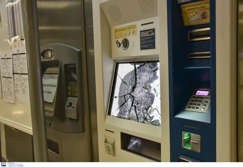 Μηχάνημα επαναφόρτισης και έκδοσης εισιτηρίων καταστράφηκε μετά την επίθεση στο σταθμό
