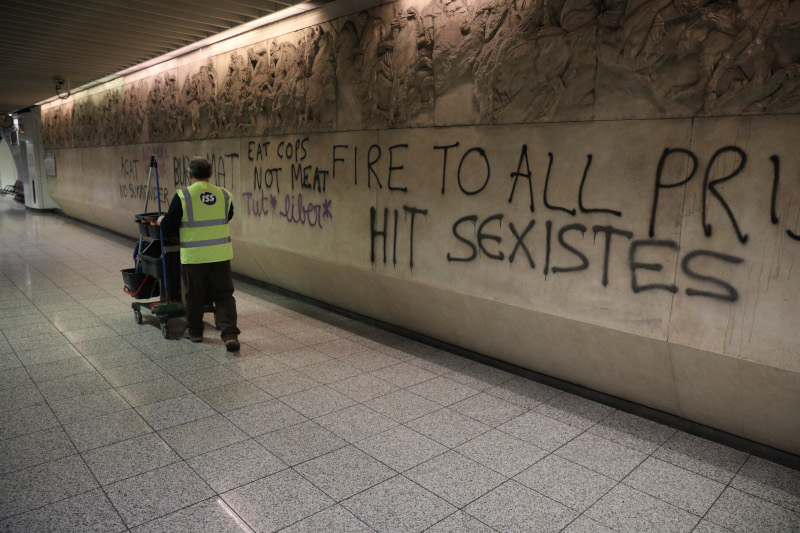Βανδαλισμοί στο σταθμό του μετρό «Ακρόπολη»