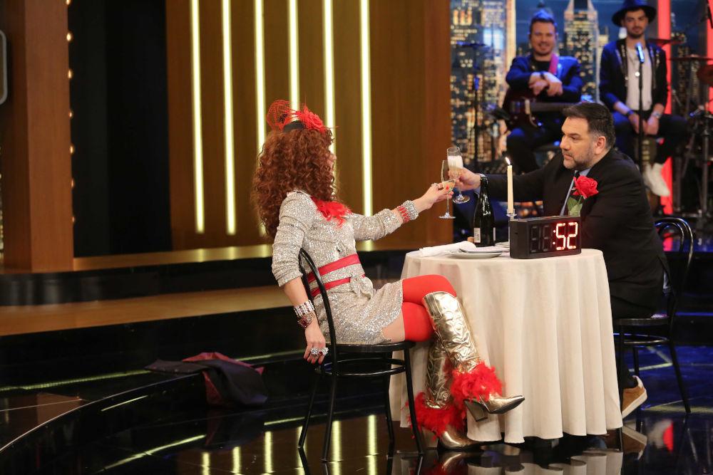 Η Βάνια και ο Γρηγόρης Αρναούτογλου σε ερωτικό ραντεβού στο The 2Night Show
