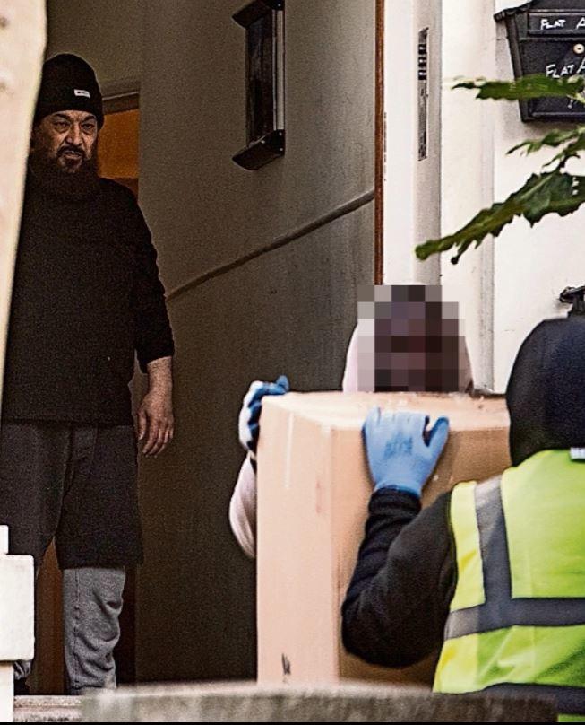 Ο καταδικασμένος τρομοκράτης, που απεικονίζεται στο σπίτι του αξίας 1 εκατομ. λιρών