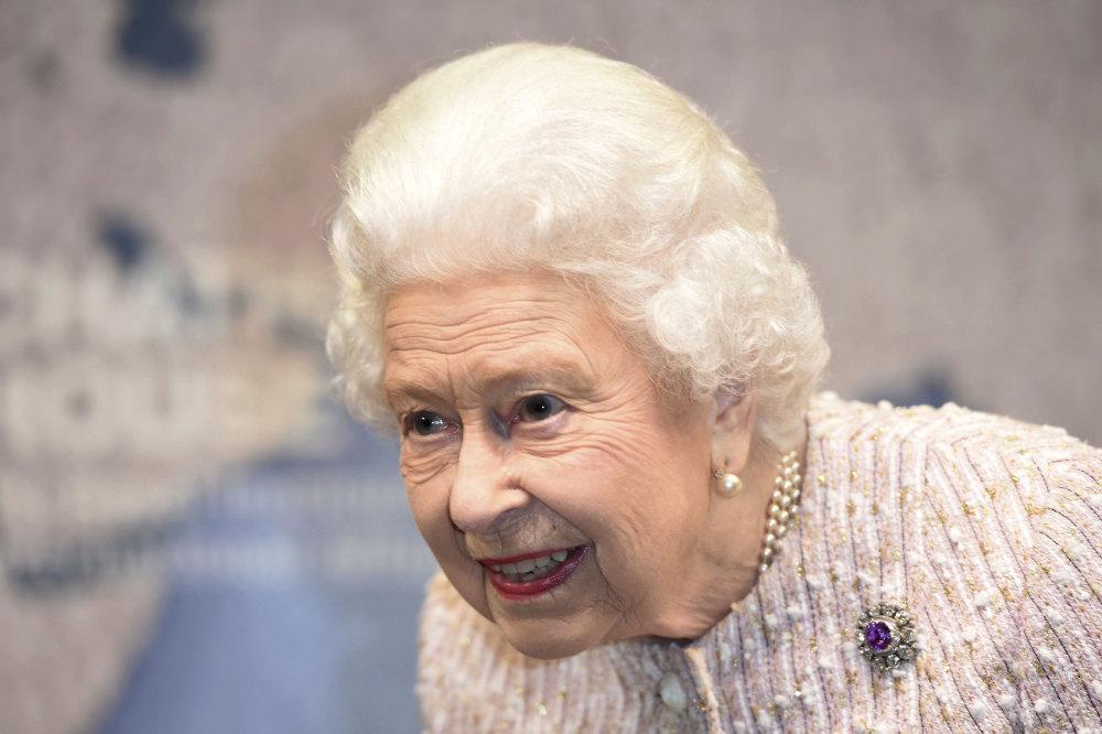 Την ημέρα της επετείου των 72 χρόνων γάμου της, η Βασίλισσα Ελισάβετ χρειάστηκε να διαχειριστεί ένα ακόμη σκάνδαλο