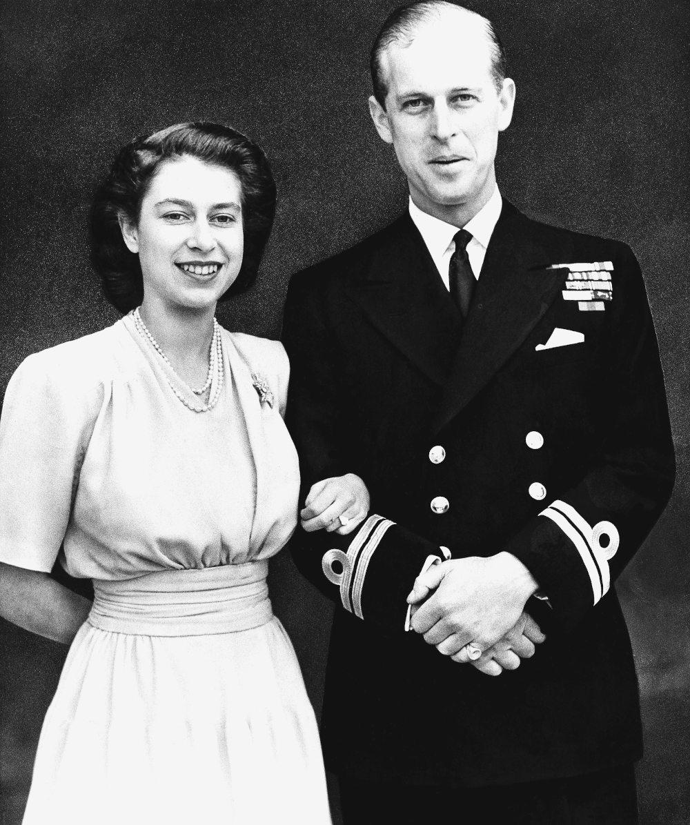 Η πριγκίπισσα ακόμη τότε Ελισάβετ, με τον αρραβωνιαστικό της πρίγκιπα Φίλιππο