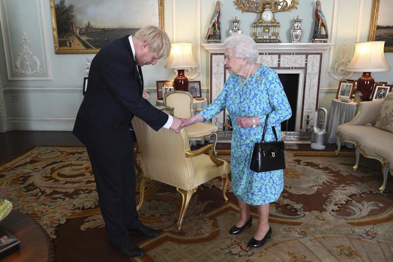 Συνάντηση της βασίλισσας Ελισάβετ με τον Μπόρις Τζόνσον