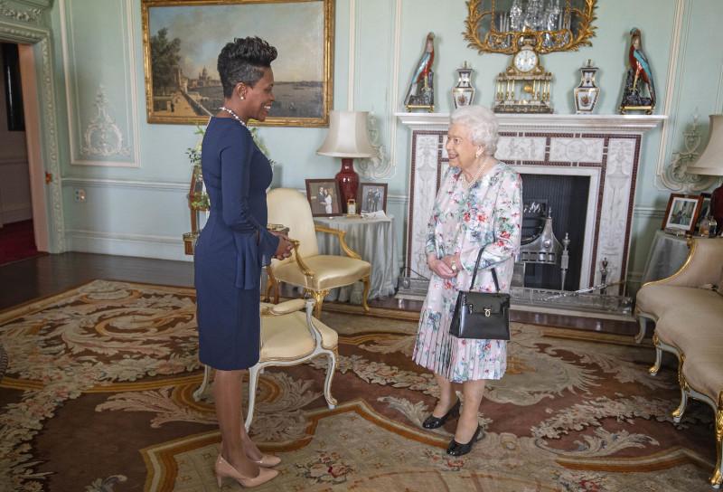 Η βασίλισσα Ελισάβετ με την Lakisha Grant