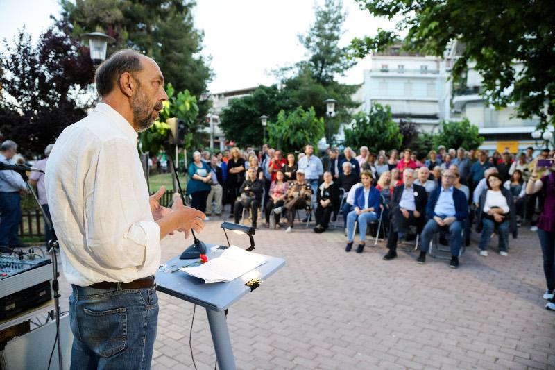 Αδεια η πλατεία στα Καμίνια στην ομιλία του Νίκου Μπελαβίλα