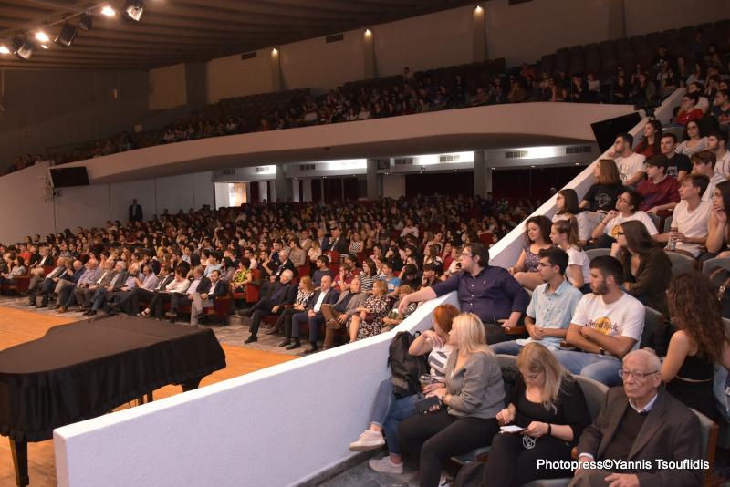 Πλήθος κόσμου για την επιστροφή του Ε. Βενιζέλου στα έδρανα του ΑΠΘ