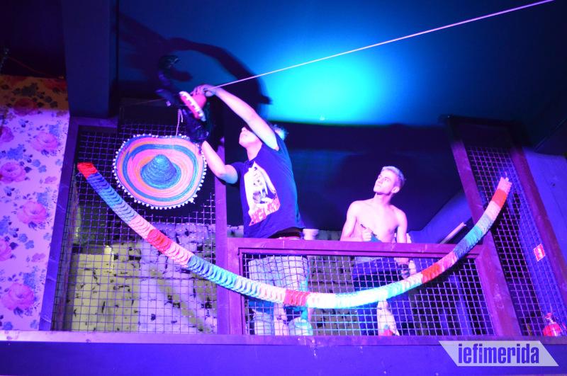 Θεόφιλος και Ραφήλ δοκιμάζουν τις τελευταίες τεχνικές λεπτομέρειες πριν το show.