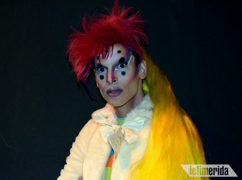 H Darla Qubit με το εντυπωσιακό μακιγιάζ
