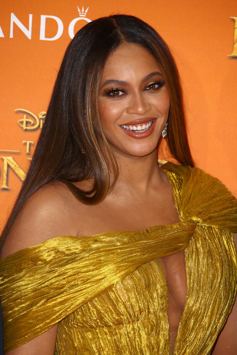 Μπιγιονσέ με χρυσό φόρεμα
