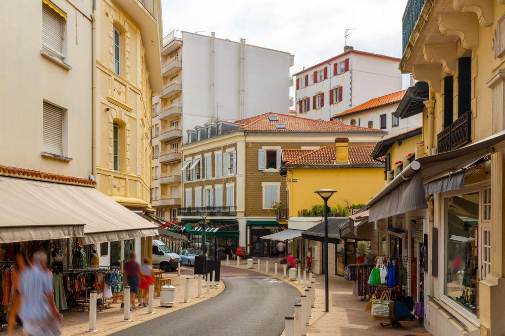 Τα σοκάκια της πόλης Μπιαρίτς σήμερα