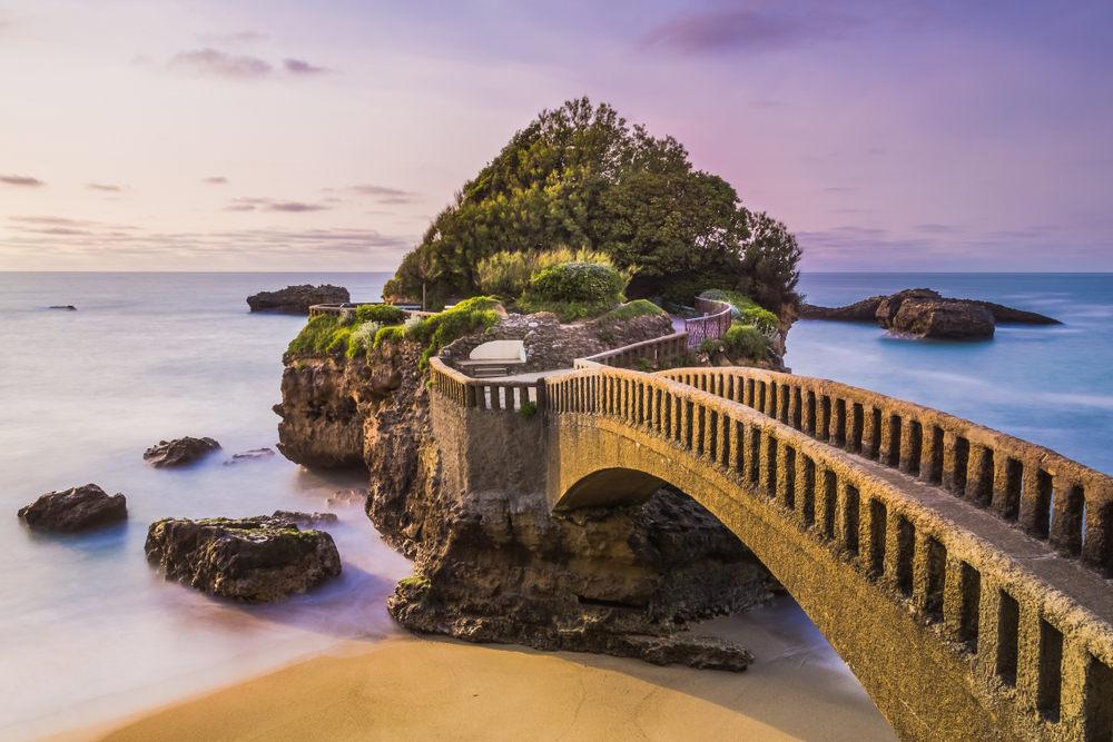 Μια υπέροχη γέφυρα στην παραλία της Μπιαρίτς