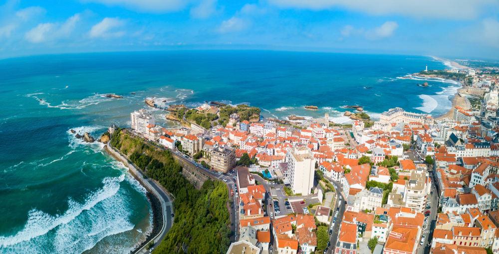 Είκονα της Μπιαρίτς από ψηλά με θέα τον Ατλαντικό Ωκεανό