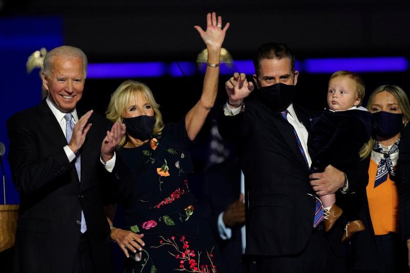 Τζο Μπάιντεν, Τζιλ Μπάιντεν, Χάντερ Μπάιντεν με τον 7 μηνών Μπο Μπάιντεν στην αγκαλιά και Μελίσα Μπάιντεν