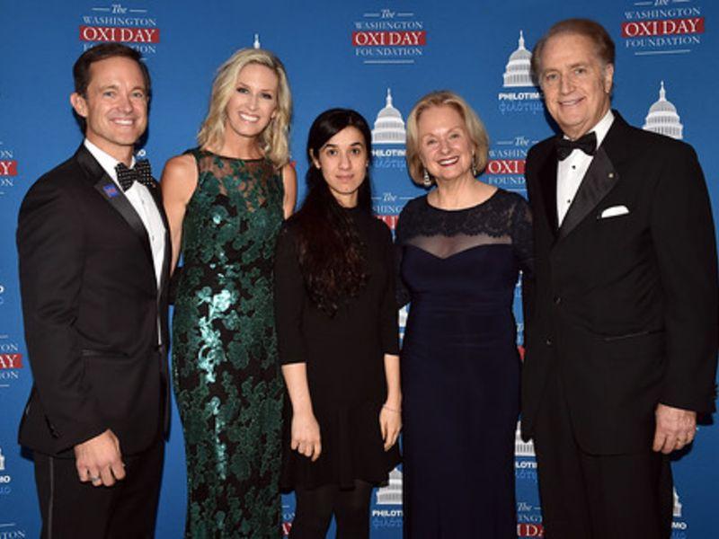Ο Άντυ και ο Μάικ Μανάτος με τις συζύγους τους και τη Νάντια Μουράντ