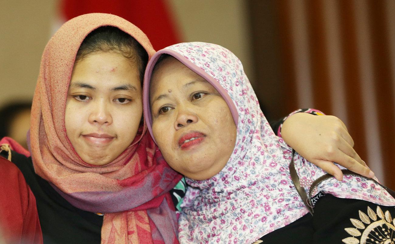 Μητέρα και κόρη από το Βιετνάμ με μαντήλες στο κεφάλι