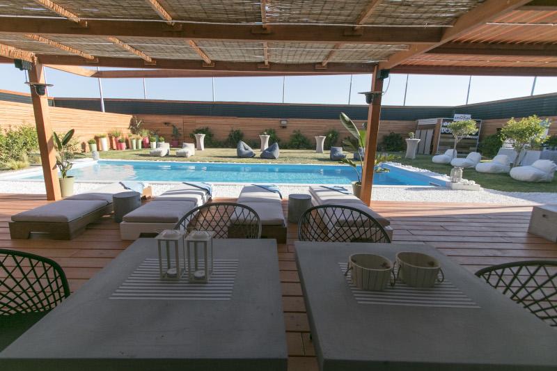 Οι παίκτες θα απολαμβάνουν τις βουτιές τους σε αυτή την πισίνα.