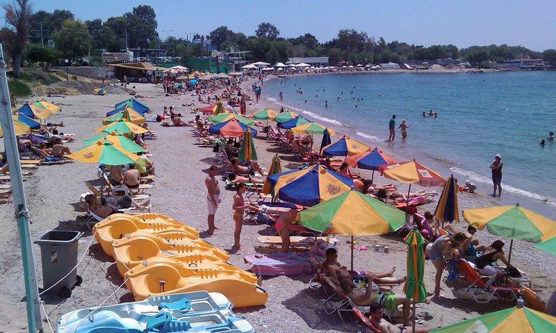Η παραλία bikini beach στα Λουτρά Αλίμου