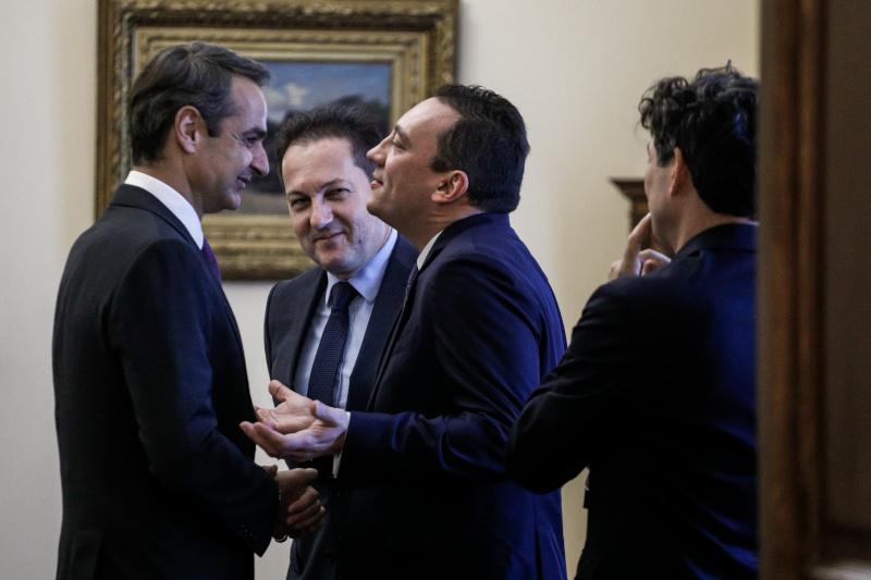 Ο Κώστας Βλάσης με τον πρωθυπουργό και τον κυβερνητικό εκπρόσωπο, Στέλιο Πέτσα